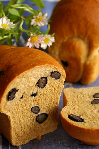 kuromame_bread_1.jpg